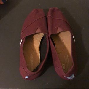 Maroon TOMS - never worn